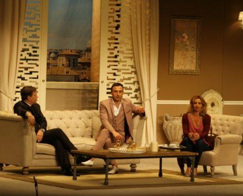 Représentation d'Avanti ! aux Espaces V Roger-Lefort de Villepinte, pièce de théâtre avec Francis Huster et Ingrid Chauvin