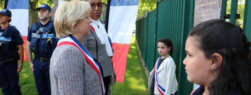 Dépôt de gerbes à l'occasion de la cérémonie de commémoration de l'abolition de l'esclavage à Villepinte, mercredi 10 mai 2017