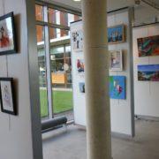 les œuvres des associations artistiques Aplica,CCMV et reflets du vitrail dans le hall du Centre Culturel Joseph Kessel, près de la Médiathèque de Villepinte