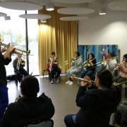 La Fabrique Orchestrale Junior et le groupe Ceux qui Marchent debout en répétition au centre de loisirs des fontaines de Villepinte (93)